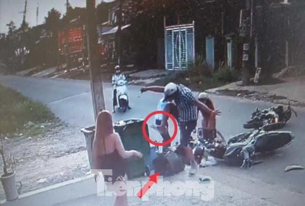 Tôi rùng mình khi thấy con trai đánh nữ sinh dã man sau tai nạn giao thông - Ảnh 2.