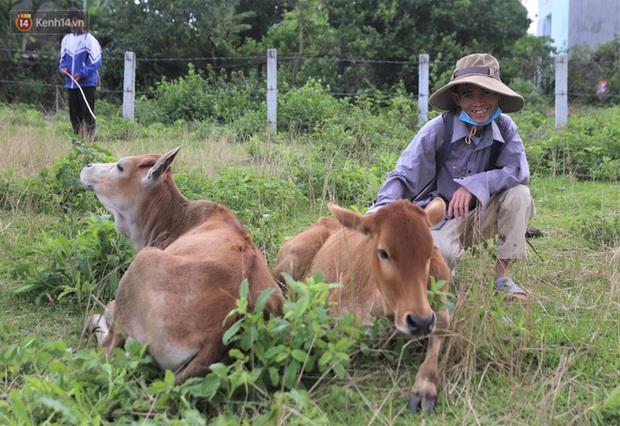 Về Bình Định chăn bò cùng Soytiet: Chàng trai mồ côi từng đi ăn xin rồi trở thành hiện tượng mạng khiến nhiều sao quốc tế phát cuồng - Ảnh 10.