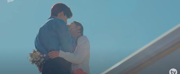 Ji Chang Wook đầu ấp tay gối Kim Ji Won cực tình tứ ở teaser mới của Lovestruck In The City - Ảnh 4.