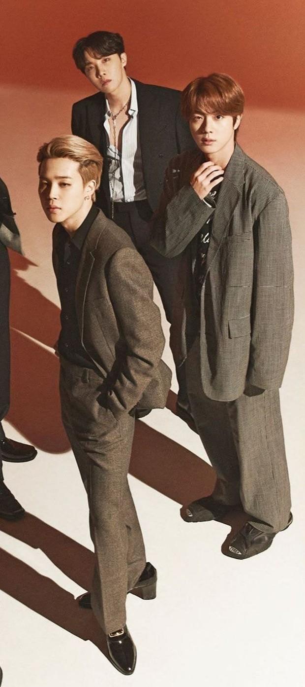 Stylist của BTS bị dân tình la ó dữ dội khi chọn đồ cẩu thả, như hàng mượn tạm cho nhóm - Ảnh 2.