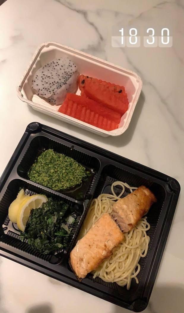 Yến Xuân khoe bữa ăn khi cách ly ở Thái Lan khiến dân tình phát thèm, đúng là tiêu chuẩn khách sạn cao cấp! - Ảnh 4.