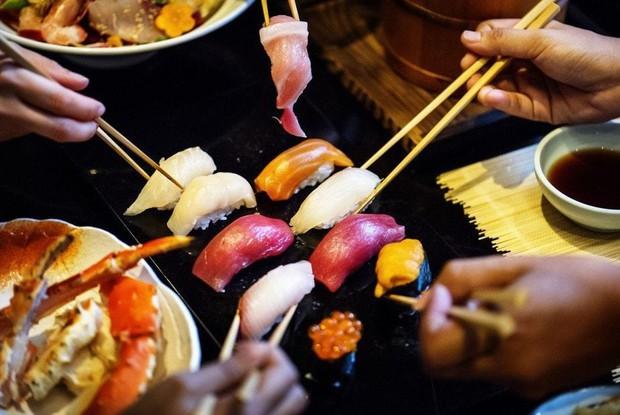 Người trẻ tuổi dễ bị đau dạ dày do ăn 3 món này thường xuyên, không đụng vào thì chẳng lo cơ quan này gặp vấn đề - Ảnh 1.