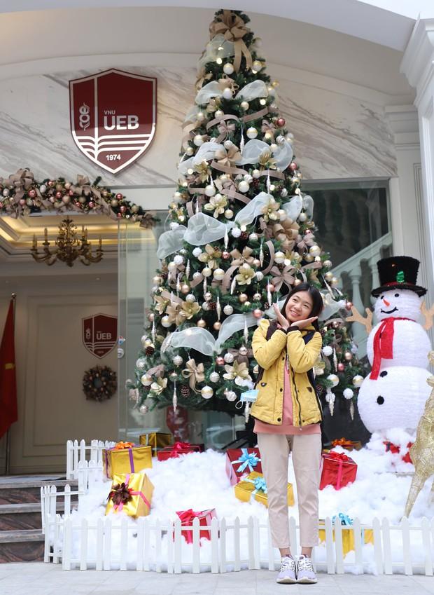Noel tại các trường Đại học: Nơi có máy phun tuyết nhân tạo, nơi lung linh, rực rỡ như lễ hội ánh sáng - Ảnh 13.