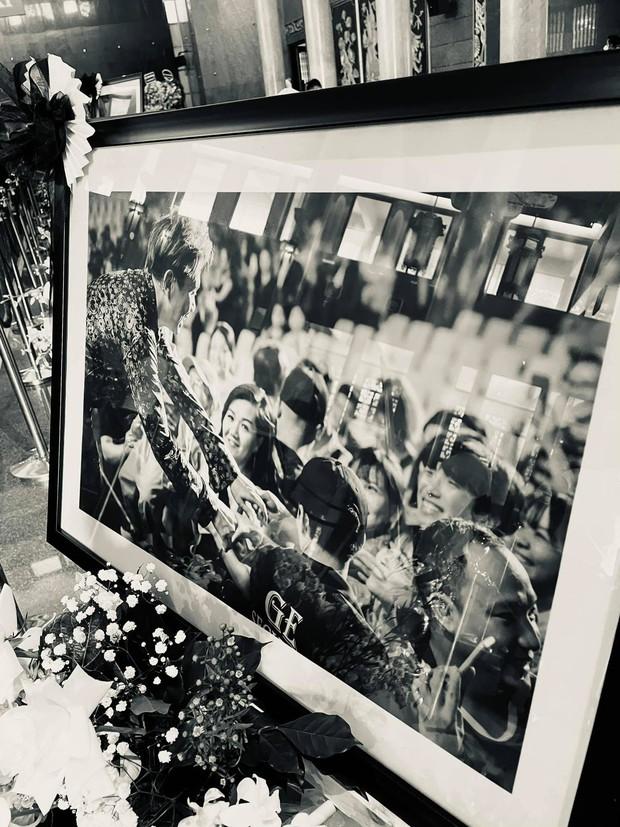 Toàn cảnh tang lễ cố NS Chí Tài: Cả showbiz đến nói lời tiễn biệt, trời đổ mưa trước giờ linh cữu chuyển ra sân bay về Mỹ - Ảnh 67.