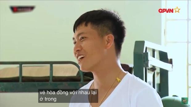 Phản ứng siêu cute của Mũi trưởng Việt Long khi bị Hậu Hoàng cho vào danh sách chị em, dân tình xúi yêu luôn đi! - Ảnh 3.
