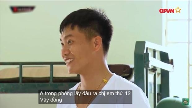Phản ứng siêu cute của Mũi trưởng Việt Long khi bị Hậu Hoàng cho vào danh sách chị em, dân tình xúi yêu luôn đi! - Ảnh 2.