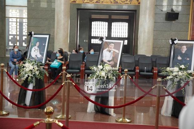 Toàn cảnh tang lễ cố NS Chí Tài: Cả showbiz đến nói lời tiễn biệt, trời đổ mưa trước giờ linh cữu chuyển ra sân bay về Mỹ - Ảnh 59.