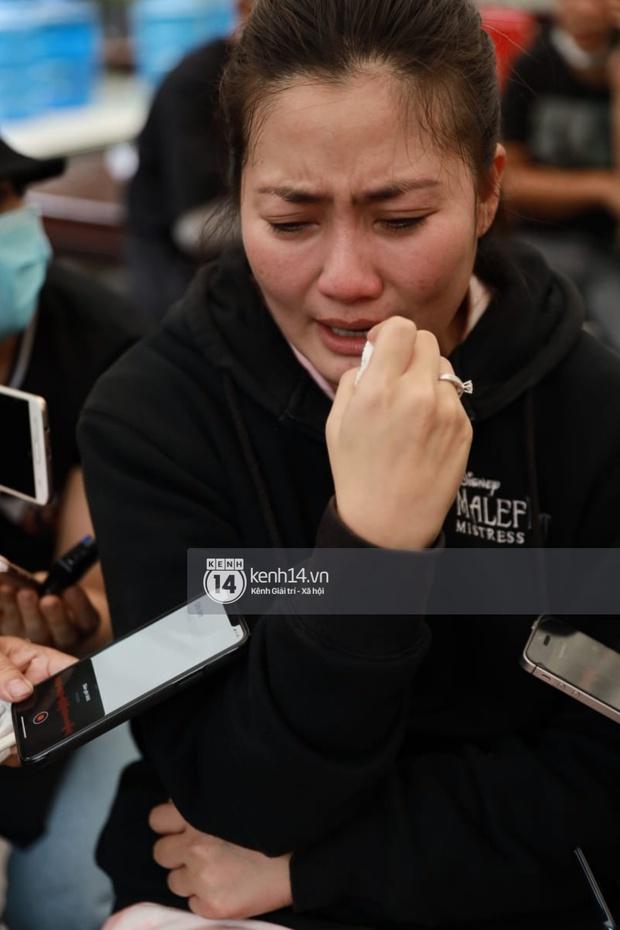Toàn cảnh tang lễ cố NS Chí Tài: Cả showbiz đến nói lời tiễn biệt, trời đổ mưa trước giờ linh cữu chuyển ra sân bay về Mỹ - Ảnh 15.
