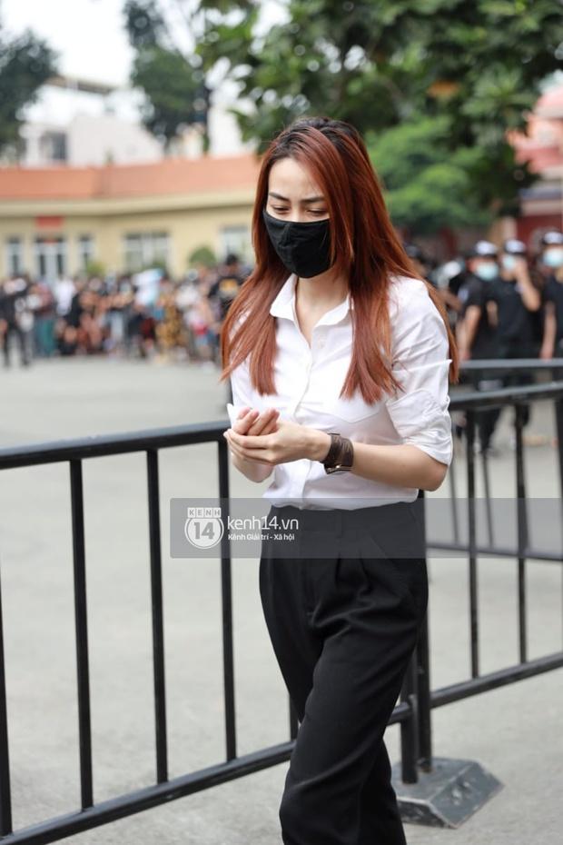Lễ tang NS Chí Tài tại Việt Nam: Chuẩn bị đưa linh cữu cố nghệ sĩ ra sân bay sang Mỹ, NS Hoài Linh nghẹn ngào nói lời tiễn biệt - Ảnh 25.
