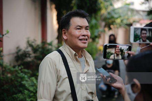 Dàn sao Việt đến tang lễ đưa tiễn NS Chí Tài: Ngọc Lan từ sân bay chạy về, Trấn Thành - Karik lặng lẽ đến vào phút cuối - Ảnh 23.
