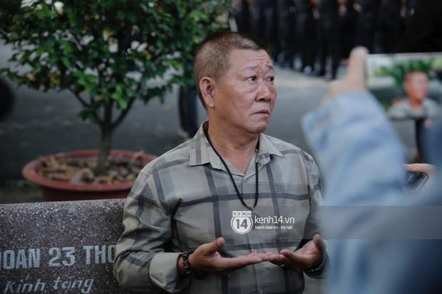 Dàn sao Việt đến tang lễ đưa tiễn NS Chí Tài: Ngọc Lan từ sân bay chạy về, Trấn Thành - Karik lặng lẽ đến vào phút cuối - Ảnh 24.