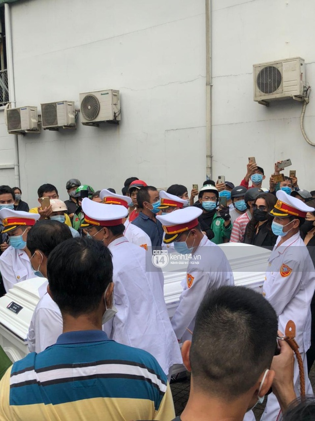 Toàn cảnh tang lễ cố NS Chí Tài: Cả showbiz đến nói lời tiễn biệt, trời đổ mưa trước giờ linh cữu chuyển ra sân bay về Mỹ - Ảnh 124.