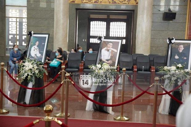 Ý nghĩa của 18 vòng hoa NS Hoài Linh tự tay chuẩn bị tiễn đưa NS Chí Tài bên trong tang lễ - Ảnh 3.