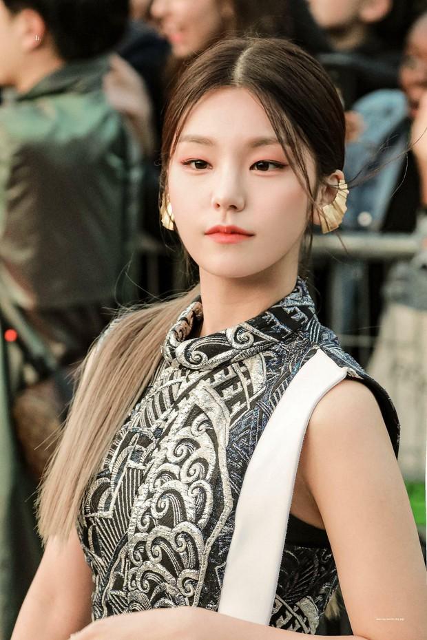 Loạt ảnh fansite chụp thôi mà thành huyền thoại: Rosé (BLACKPINK) - Hani như tiên tử, nữ idol vô danh nổi như cồn sau 1 đêm - Ảnh 14.