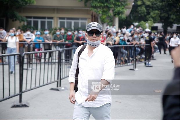 Toàn cảnh tang lễ cố NS Chí Tài: Cả showbiz đến nói lời tiễn biệt, trời đổ mưa trước giờ linh cữu chuyển ra sân bay về Mỹ - Ảnh 39.