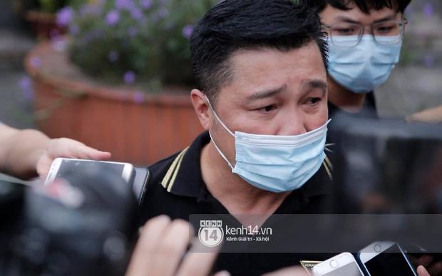 Dàn sao Việt đến tang lễ đưa tiễn NS Chí Tài: Ngọc Lan từ sân bay chạy về, Trấn Thành - Karik lặng lẽ đến vào phút cuối - Ảnh 33.