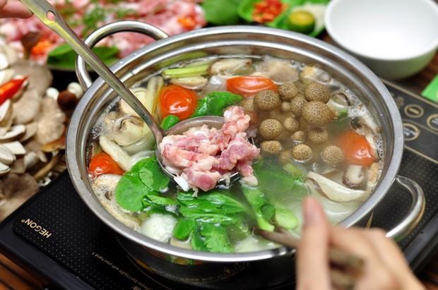 Ăn lẩu mùa lạnh nên tránh kết hợp với 5 loại rau này vì có thể hại tiêu hóa, gây ngộ độc, tổn thương cơ thể - Ảnh 1.