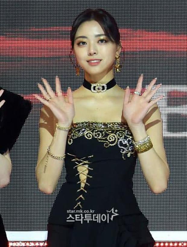 Mãi mới thấy JYP chịu đầu tư đồ mới cho ITZY dự lễ trao giải, nhưng lại là 1 màn cosplay BLACKPINK bản lỗi thế này? - Ảnh 3.