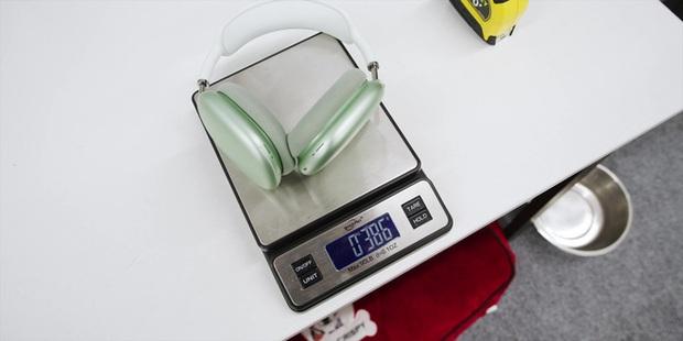 Cận cảnh AirPods Max: Mẫu headphone giá 549 USD của Apple có gì hot? - Ảnh 23.