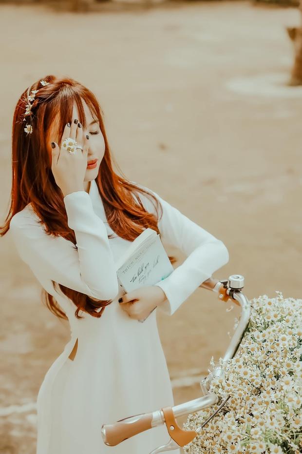 Vợ Minh Nhựa hồi teen với loạt ảnh nữ sinh: Phu nhân đại gia hoá trùm trường, áo dài mới may mà chụp hình chưa xong đã rách - Ảnh 1.