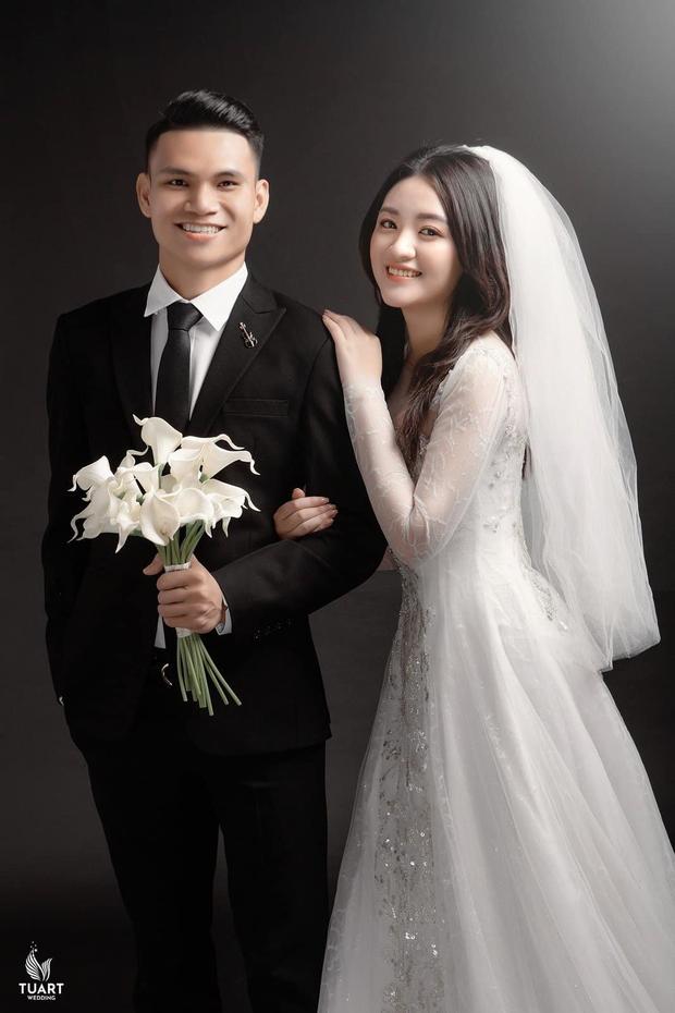 Hé lộ ảnh cưới của Xuân Mạnh và bạn gái: Ngọt ngào đúng nghĩa - Ảnh 2.