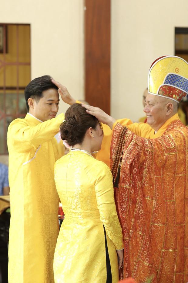 Quý Bình hé lộ hình ảnh trong lễ Hằng thuận, khoảnh khắc nam diễn viên chăm sóc bà xã doanh nhân chiếm spotlight - Ảnh 4.