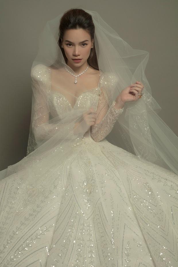 Soi kĩ chiếc váy cưới của Hà Hồ: Trị giá gần nửa tỷ, làm thủ công 100%, tinh tế và mỹ miều thế này bảo sao gây sốt! - Ảnh 3.