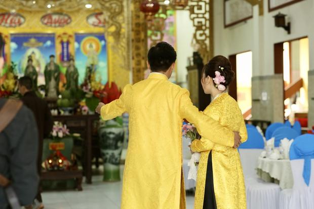 Quý Bình hé lộ hình ảnh trong lễ Hằng thuận, khoảnh khắc nam diễn viên chăm sóc bà xã doanh nhân chiếm spotlight - Ảnh 3.