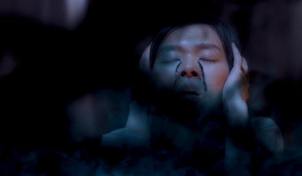 Rùng mình mẹ bỉm dùng tà thuật hồi sinh con gái đã mất, nửa đêm đi ám sát chồng ở teaser phim ma Mắt Của Quỷ - Ảnh 9.