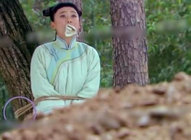 6 màn bắt cóc giả trân ở phim Trung: Cúc Tịnh Y ngậm giẻ chưa hú hồn bằng khẩu trang của Dương Mịch - Ảnh 7.