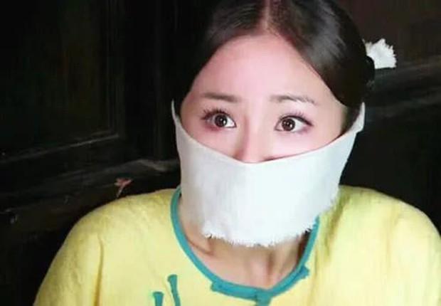 6 màn bắt cóc giả trân ở phim Trung: Cúc Tịnh Y ngậm giẻ chưa hú hồn bằng khẩu trang của Dương Mịch - Ảnh 6.