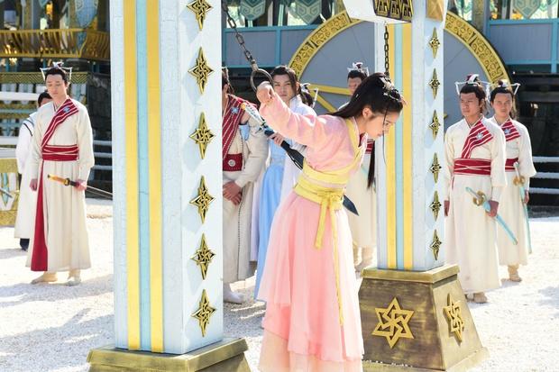 6 màn bắt cóc giả trân ở phim Trung: Cúc Tịnh Y ngậm giẻ chưa hú hồn bằng khẩu trang của Dương Mịch - Ảnh 8.