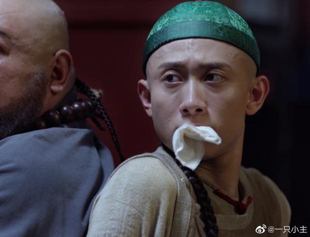 6 màn bắt cóc giả trân ở phim Trung: Cúc Tịnh Y ngậm giẻ chưa hú hồn bằng khẩu trang của Dương Mịch - Ảnh 4.