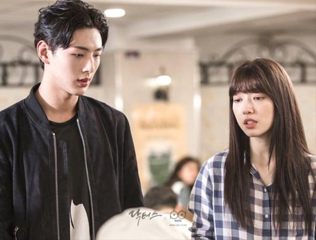 Chân lí phim Hàn: Lee Jong Suk muôn đời làm thánh hôn, Lee Min Ho mãi là cậu ấm giới siêu giàu á! - Ảnh 21.