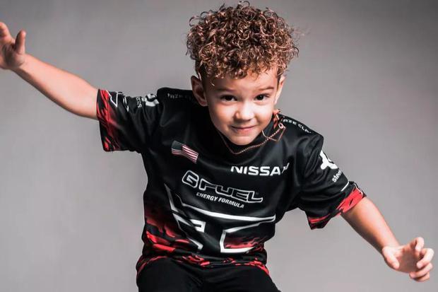 Hài hước: Streamer bị khóa tài khoản ngay trong giải vì lý do… mới 6 tuổi - Ảnh 3.