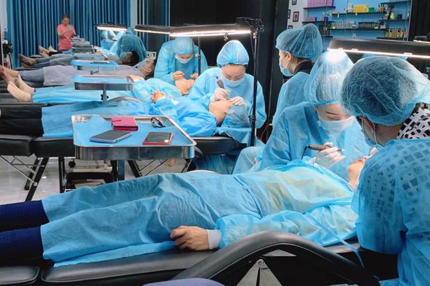 TP.HCM: Làm đẹp gây biến dạng mông bụng và đổi màu da, học viện phun xăm Sang Sang bị đóng cửa hơn 4 tháng - Ảnh 1.