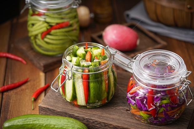 Người đàn ông đi khám giời leo thì phát hiện ung thư dạ dày: Bác sĩ khuyến cáo 2 loại thực phẩm nên ăn ít để tránh tế bào ung thư - Ảnh 4.