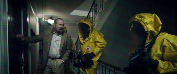 Phim về Covid-19 của Michael Bay bị chê sấp mặt vì nhân vật lươn lẹo trốn cách ly, trai tài gái sắc mà vô duyên khó chữa - Ảnh 4.
