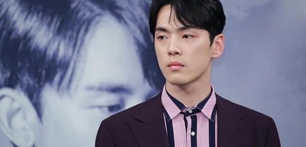 Chân lí phim Hàn: Lee Jong Suk muôn đời làm thánh hôn, Lee Min Ho mãi là cậu ấm giới siêu giàu á! - Ảnh 19.