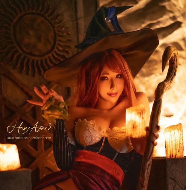 Nữ thần cosplay Hane Ame đốt mắt người xem khi hóa thân thành cô nàng phù thủy ngực khủng Sorceress - Ảnh 2.