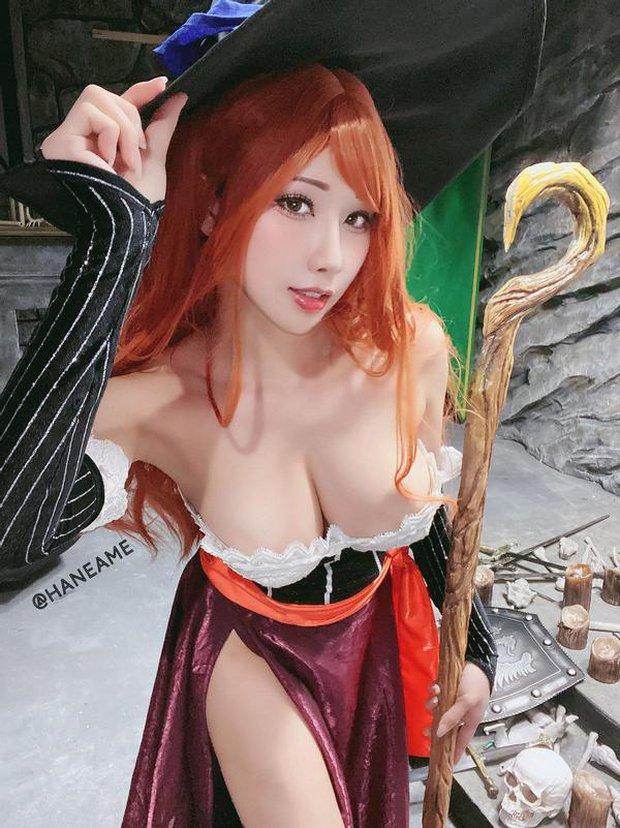 Nữ thần cosplay Hane Ame đốt mắt người xem khi hóa thân thành cô nàng phù thủy ngực khủng Sorceress - Ảnh 6.