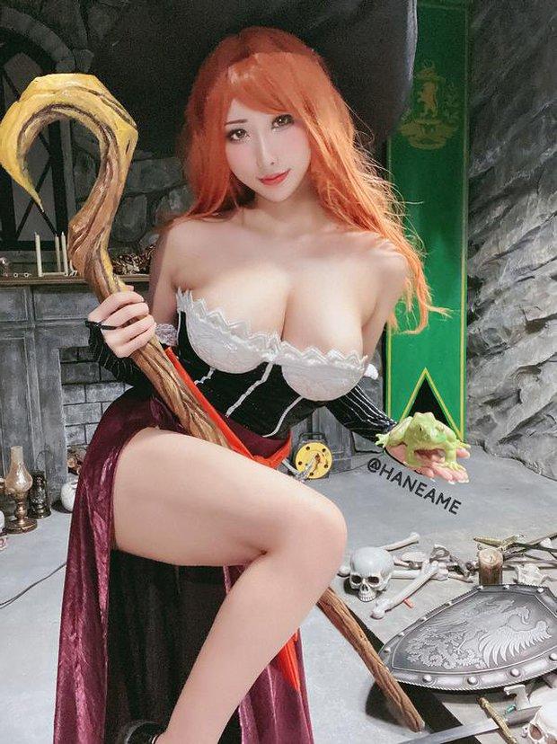 Nữ thần cosplay Hane Ame đốt mắt người xem khi hóa thân thành cô nàng phù thủy ngực khủng Sorceress - Ảnh 7.