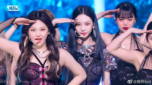 """Fan """"hú hồn"""" khi thấy ai như Soojin ((G)I-DLE) trong dàn dancer của aespa, CUBE trả lương thấp quá nên phải làm vũ công part-time hay gì? - Ảnh 4."""