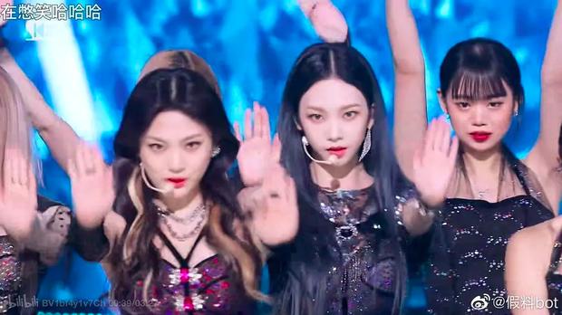 """Fan """"hú hồn"""" khi thấy ai như Soojin ((G)I-DLE) trong dàn dancer của aespa, CUBE trả lương thấp quá nên phải làm vũ công part-time hay gì? - Ảnh 3."""