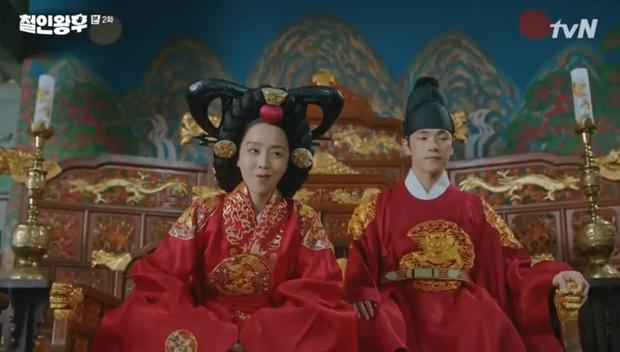 Shin Hye Sun ấm ức vì không có cậu nhỏ, vừa lấy chồng đã mò tới kỹ viện tìm gái xinh ở Mr. Queen tập 2 - Ảnh 8.
