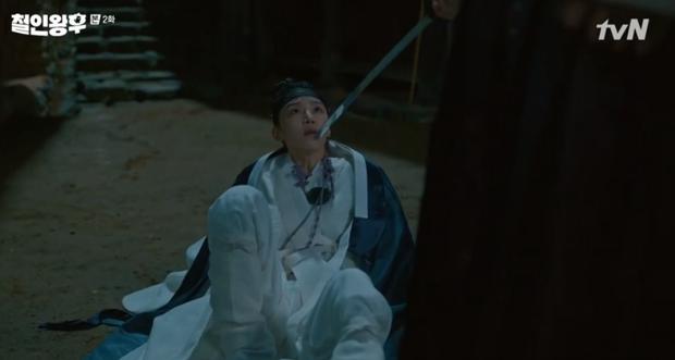 Shin Hye Sun ấm ức vì không có cậu nhỏ, vừa lấy chồng đã mò tới kỹ viện tìm gái xinh ở Mr. Queen tập 2 - Ảnh 15.