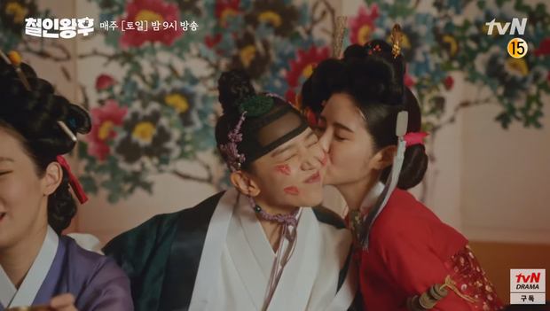 Shin Hye Sun ấm ức vì không có cậu nhỏ, vừa lấy chồng đã mò tới kỹ viện tìm gái xinh ở Mr. Queen tập 2 - Ảnh 12.