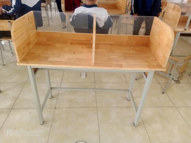 Học sinh hí hửng tưởng được mua bàn mới, ai ngờ thầy cô lại giấu chiêu khiến tụi học trò hết đường gian lận - Ảnh 2.
