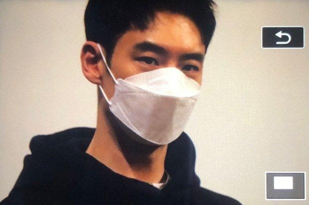 Knet ngỡ ngàng vì visual dàn nam thần Hàn khi đeo khẩu trang: Lee Dong Wook... đẹp trai hơn, 3 nam thần BTS gây sốt ở lễ trao giải - Ảnh 8.