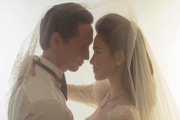 Cuối cùng Hà Hồ đã khoe loạt ảnh cưới nét căng bên Kim Lý: Cô dâu chú rể thế này hỏi sao dân tình mong chờ hôn lễ trong mơ! - Ảnh 2.